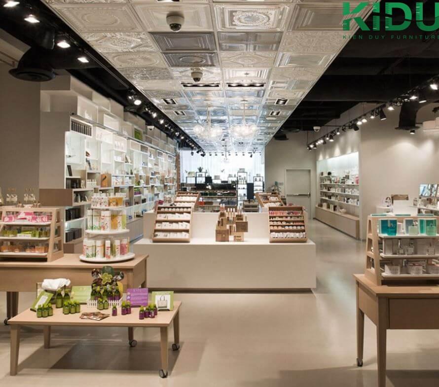 Lựa chọn đơn vị thiết kế thi công là việc vô cùng quan trọng để có một shop mỹ phẩm sang trọng và chuyên nghiệp